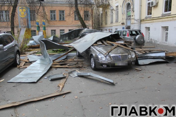 Mercedes серьезно пострадал