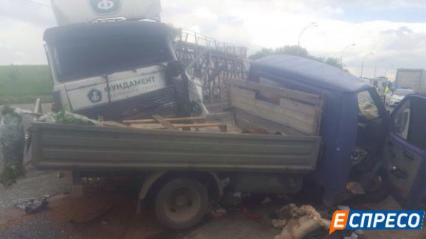Водителей грузовика и Газели госпитализировали