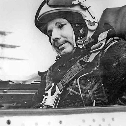 Юрий Гагарин в самолете