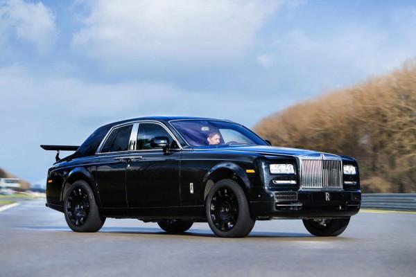 Rolls-Royce опубликовал первые фото будущего кроссовера