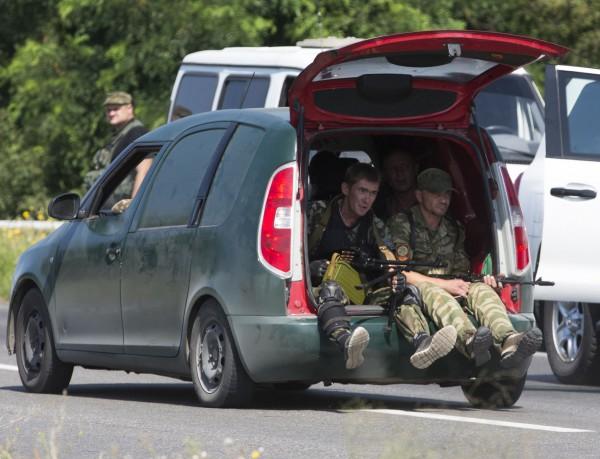 Украинские дилеры рассчитывают на то, что ГИБДД не будет регистрировать угнанные на Донбассе машины