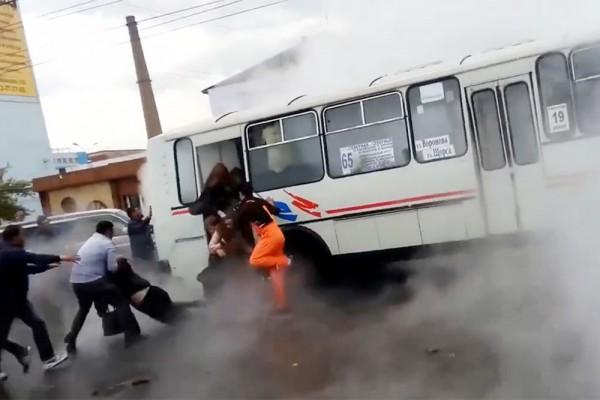 В Красноярсе пассажиры автобуса попали в кипяток
