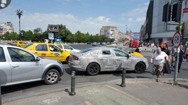 Laguna заметили на румынских дорогах