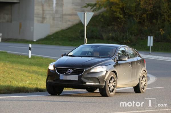 Volvo вывела на тесты кроссовер XC40