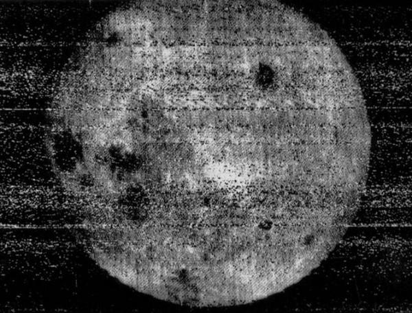 Первый снимок Луны