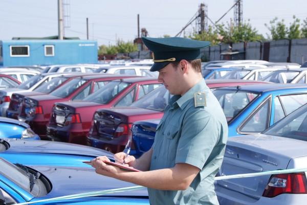 Для машин сотрудников иностранных фирм сроки пребывания в Украине сократили до 20 дней