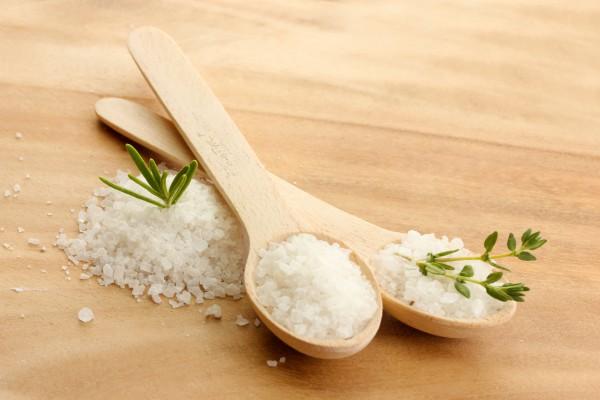 Как устранять запахи при помощи соли