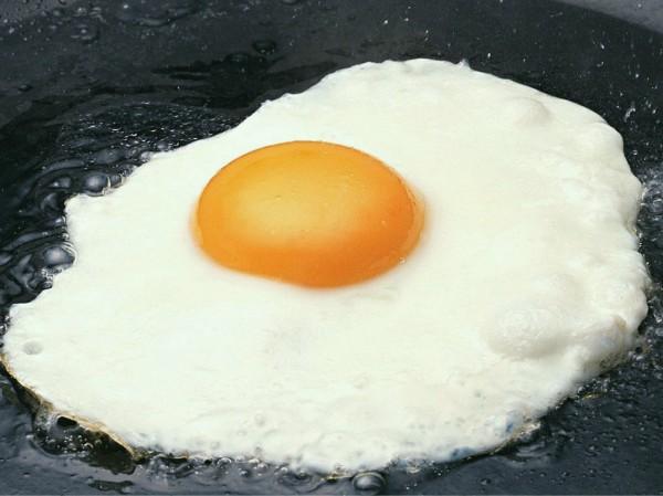 Или просто можно съесть приготовленную дома яичницу