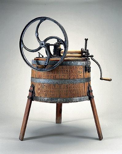 Одна из первых стиральных машин