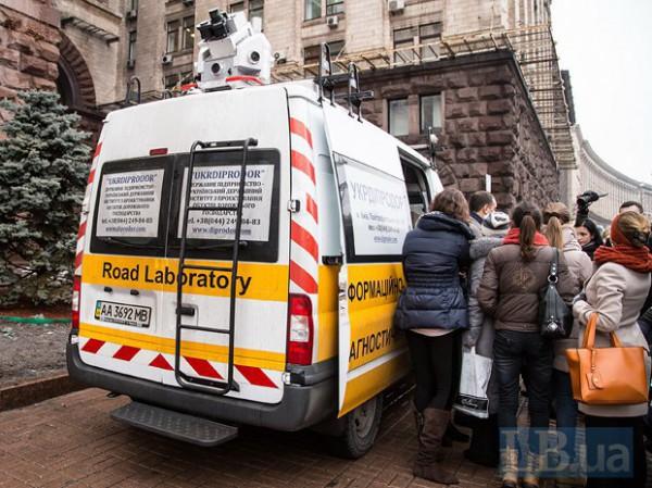 В Киеве показали уникальный автомобиль-сканер и его оборудование