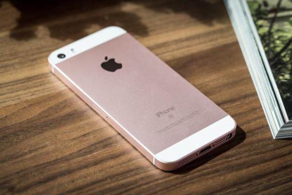 Официальные продажи iPhoneSE стартуют вгосударстве Украина 16мая
