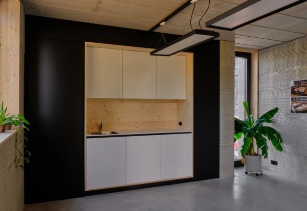 Кухня внутри дома