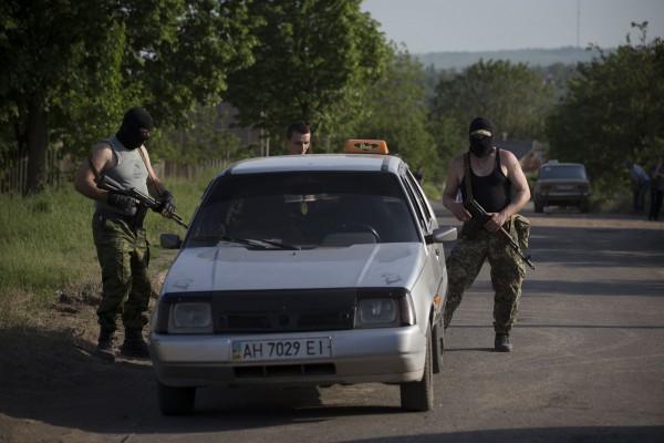 Боевики на Донбассе машины отбирают и без всяких законов