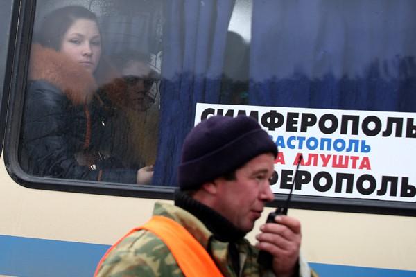 Таксисты борются с автобусами из Крыма