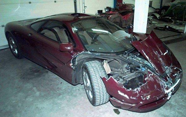 В 1999 году Аткинсон разбил «передок» суперкара