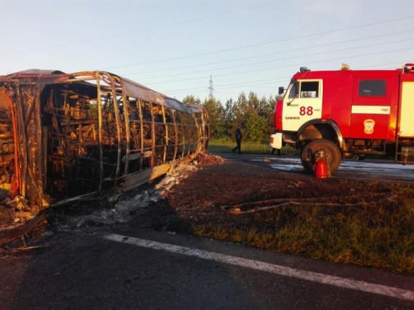 В результате аварии погибли 13 пассажиров автобуса.