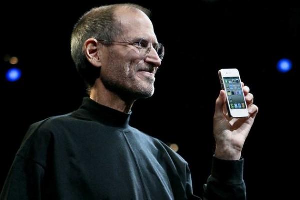 Стив Джобс не любил большие телефоны