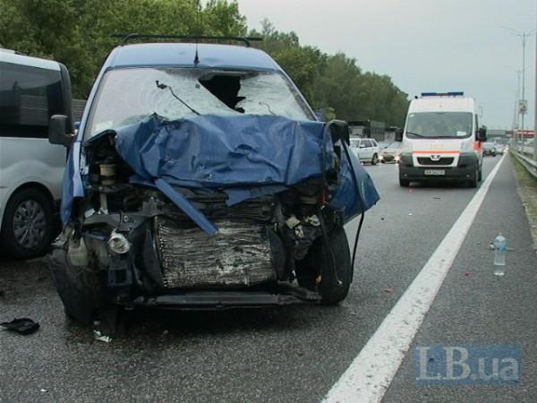 Peugeot насмерть сбил вышедшего на трассу водителя