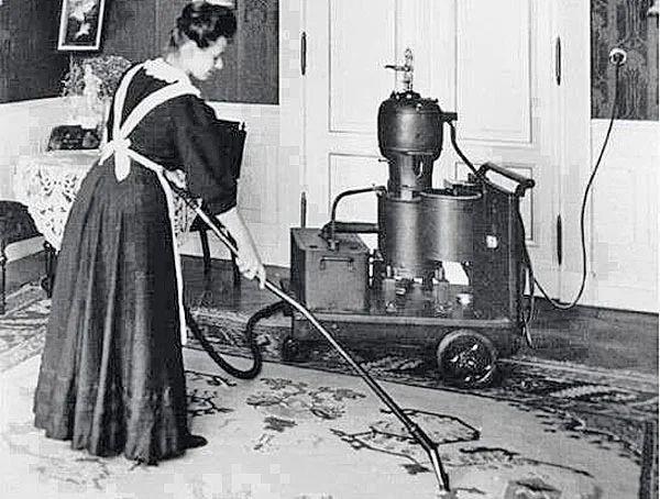Один из первых пылесосов