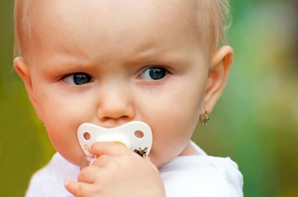 Как правильно ухаживать за проколотыми ушками у малышки