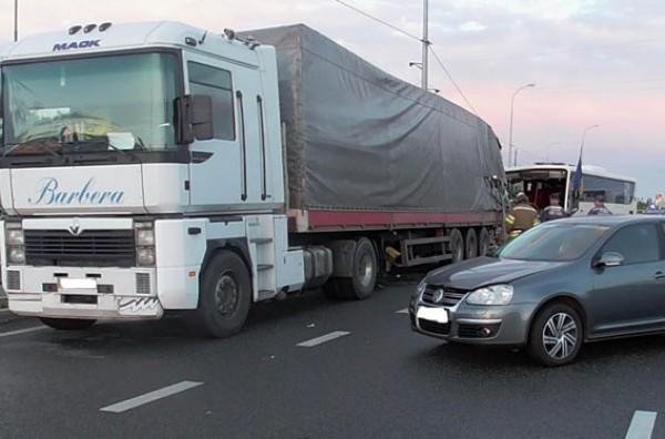 На Полтавщине автобус столкнулся с грузовиком
