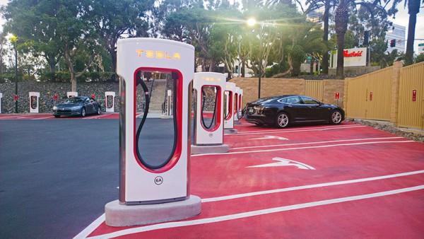 В Украине появятся заправки Tesla