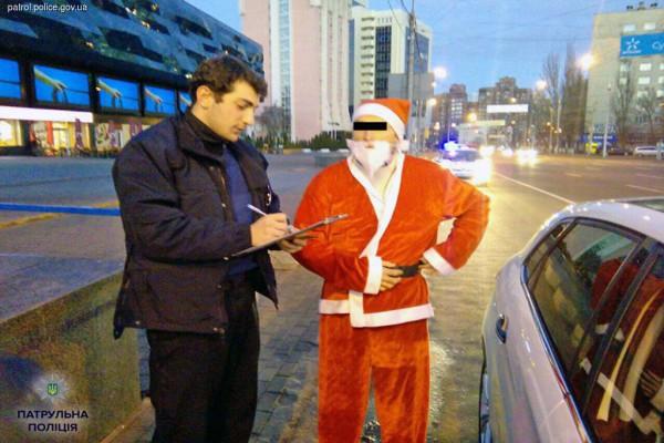 Патрульная полиция оштрафовала Деда Мороза