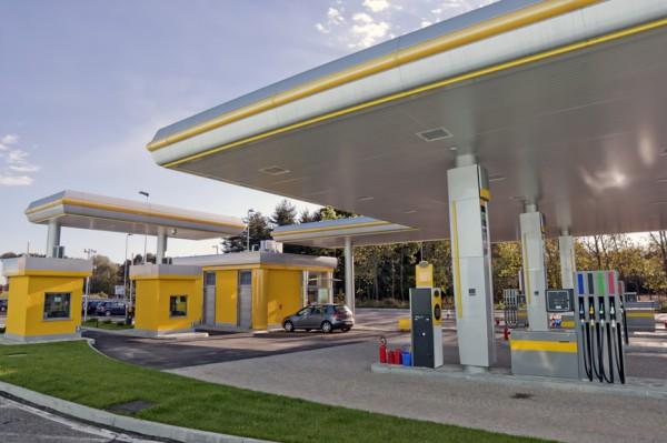 Бензин немного дешевеет