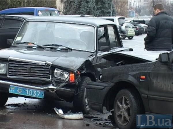 Милицейский ВАЗ столкнулся с автомобилем Samand