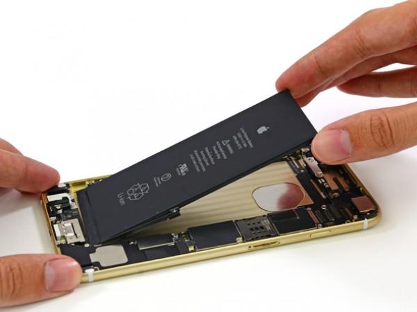 После пары магических слов, батарея легко извлекается. Батарея у Plus больше, чем батарея у iPhone 6 (6,91В/ч, 1810мА/ч), что объясняет большую продолжительность работы устройства, несмотря на больший дисплей.