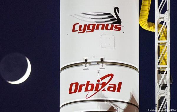 Ракета Antares с грузовым кораблем Cygnus