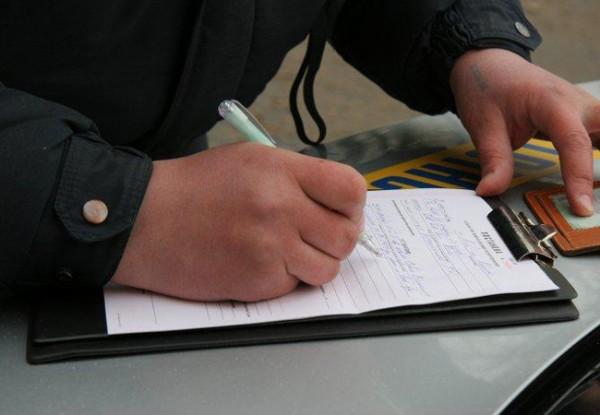 В законе не указано, что гаишники могут проверять справки на дорогах