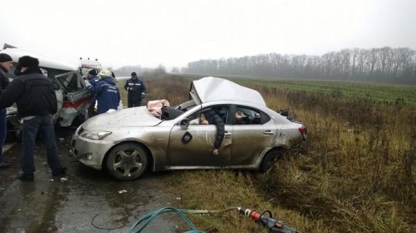 По заключению ГАИ, водитель Лексуса превысил скорость на мокрой дороге