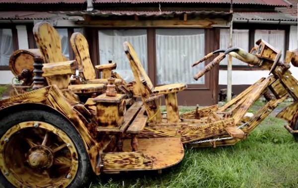 Машины фермер строит из дерева