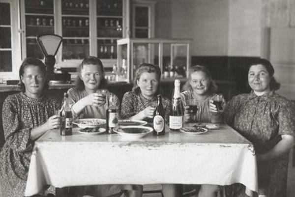 Кто сказал, что в Совке пили только мужики?