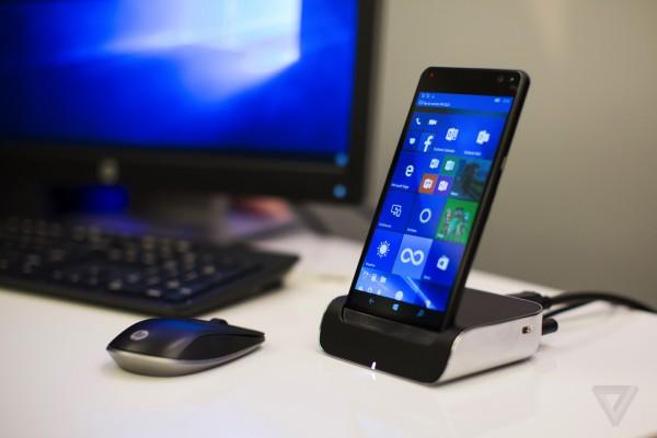 Смартфон заменяет сразу три устройства