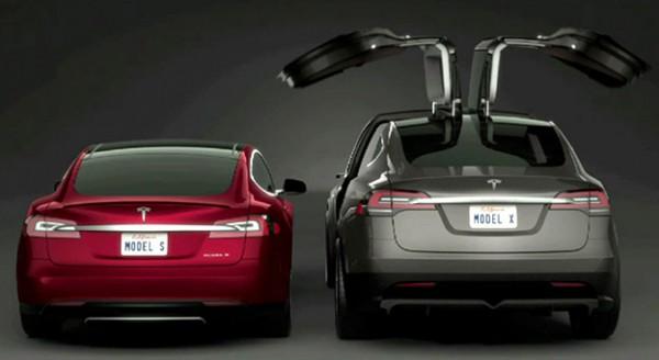 В США провели гонку Tesla