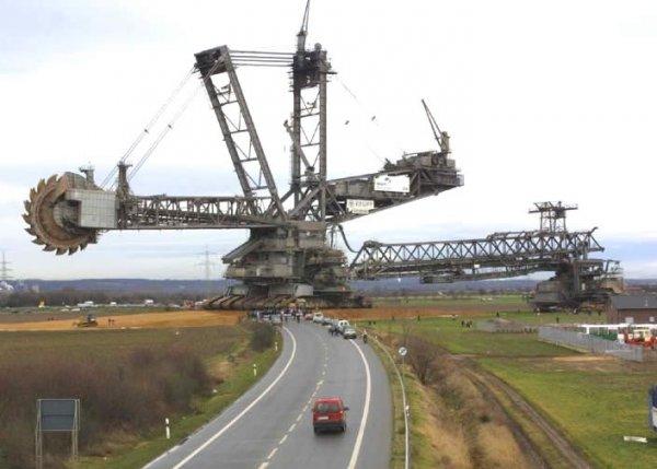 Крупнейший землеройный агрегат