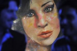 Кровавый автопортрет Эми Уайнхаус уйдет с молотка