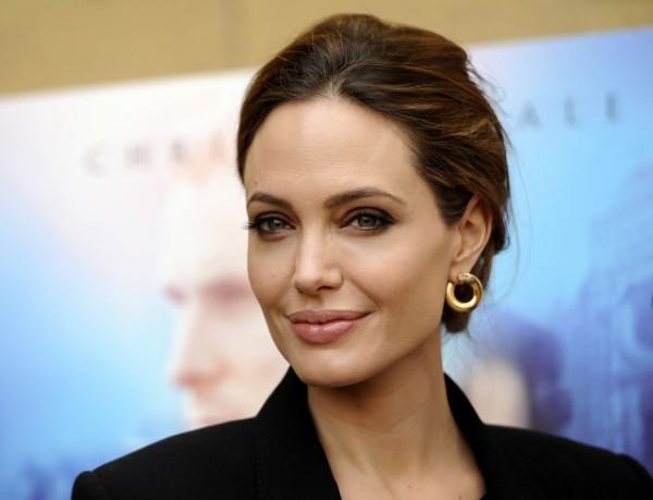 Новый номинант на Оскар - уже пятая картина, снятая Джоли.