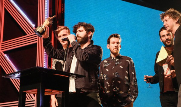 Foals �� ��������� NME Awards 2016