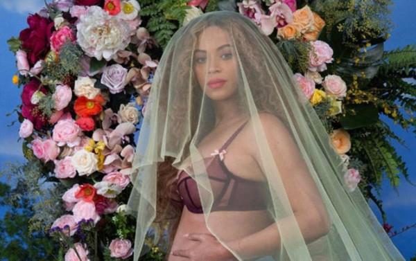 Беременная двойней Бейонсе обнажилась в фантастической фотосессии