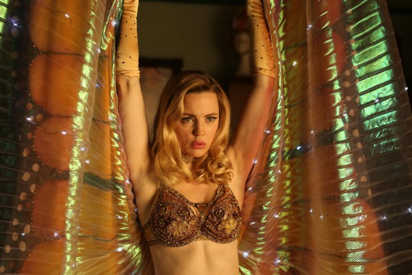 Женщина-бабочка - режиссерский дебют Присциллы Камерон.