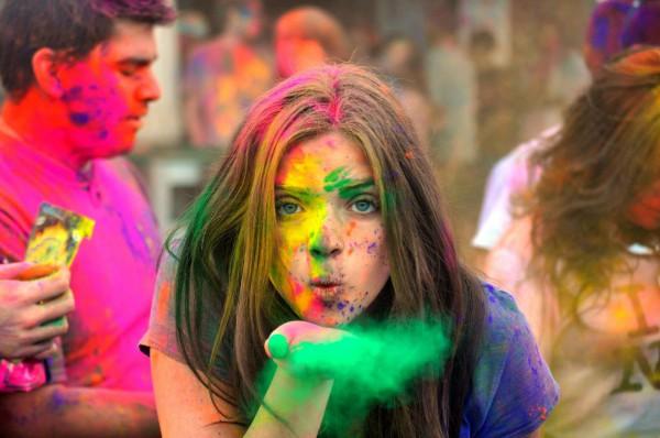 На ВДНГ снова пройдет фестиваль красок Холи.