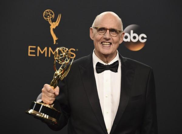 Джеффри Тэмбор снова получил награду за главную роль в комедийном сериале Очевидное