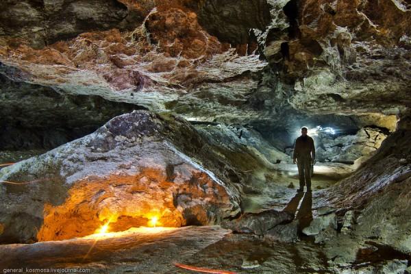 Пещера Озерная (открыта лишь для опытных спелеологов).