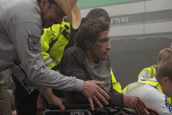 Джейк Джилленхол в роли жертвы теракта Джеффа Баумана.