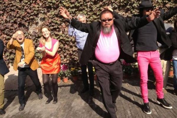 Художник-диссидент Ай Вэйвэй записал свою версию Gangnam Style, протестуя против политики правительства Китая
