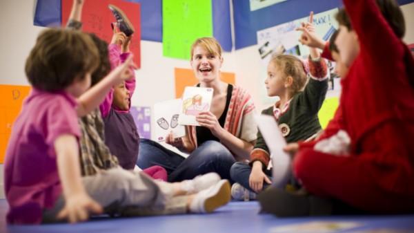 В игровой форме малыши осваивают навыки общения на английском