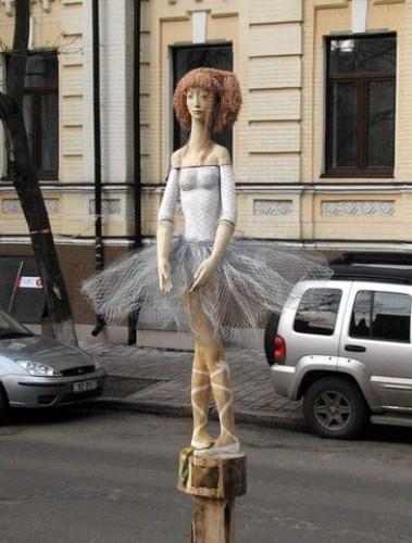 Деревянная скульптура балерины
